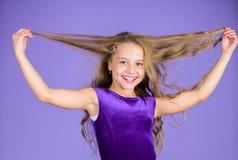 Les choses que vous avez besoin savent la coiffure de danse de salle de bal Coiffures latines de danse de salle de bal Fille d'en images stock