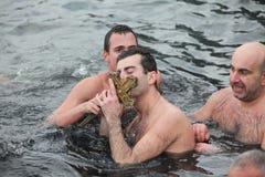 Les chrétiens orthodoxes célèbrent l'épiphanie Images stock