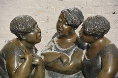 Les Chuchoteuses бронзовая скульптура Стоковое Изображение