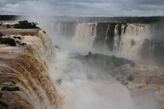 Les chutes d'Iguaçu - cascades Photographie stock libre de droits