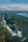 Les chutes d'Iguaçu dans un jour nuageux Photographie stock