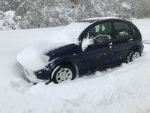 Les chutes de neige lourdes frappe Chisinau au milieu du ressort photo stock