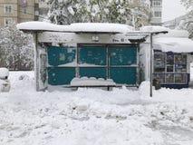 Les chutes de neige lourdes frappe Chisinau au milieu du ressort photos libres de droits