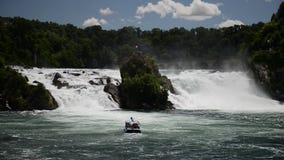 Les chutes du Rhin dans Schaffhausen, Suisse banque de vidéos