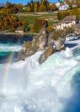 Les chutes du Rhin près de Zurich à l'été indien de la Saint-Martin, cascade dans Switz images libres de droits