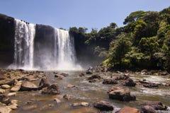 Les chutes 50m élevées de Kama Photos libres de droits