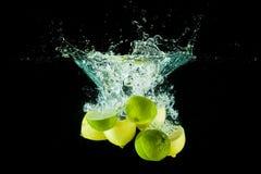 Les citrons arrosent l'éclaboussure Image libre de droits