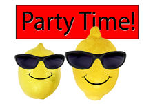 Les citrons drôles dans des lunettes de soleil vont réception Image libre de droits