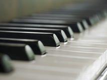 Les clés de piano se ferment vers le haut image stock