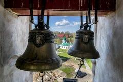 Les cloches dans la tour de cloche dans le monastère de Saint-Nicolas, Staraya L Images libres de droits