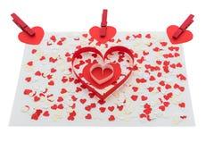 Les coeurs et les agrafes rouges de Valentine d'amour Photos libres de droits