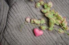 Les coeurs forment sur la laine, concept d'amour de jour de valentines Image libre de droits