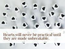 Les coeurs ne seront jamais pratiques jusqu'à ce qu'ils soient faits à citation inspirée incassable image libre de droits