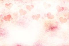 Les coeurs rouge-rose lumineux grunges de jour de valentines copient l'espace Photographie stock libre de droits