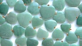 Les coeurs verts polis de pierre d'aventurine tournent clips vidéos