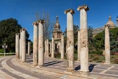 Les colonnes antiques de Joan Maragall fait du jardinage dans Montjuic, Barcelone Image libre de droits