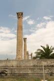Les colonnes du temple de Zeus à Athènes (Grèce) Image libre de droits