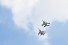 Les combattants russes dans le ciel sur le festin du jour de victoire sur 9 peuvent Photographie stock