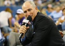 Les commentaires de Brad Gilbert d'analyste d'ESPN s'assortissent entre Serena Williams et Taylor Townsend à l'US Open 2014 photographie stock