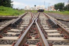 Les commutateurs de rail dans la cour se piquent  Photos stock