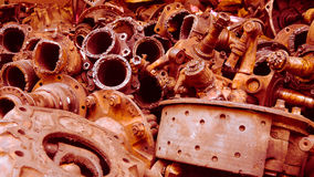 Les composants rouillés de voiture en déchets photos stock