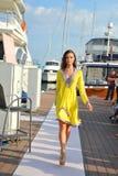 Les conceptions de présentation modèles de la mode de station de vacances de peau au yacht de Singapour montrent 2013 Photo libre de droits