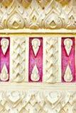 Les conceptions thaïes de stuc ont décoré le mur Images stock