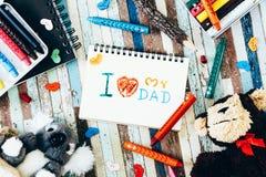 Les concepts de carte de voeux de jour de pères avec I aiment mon texte de papa, cray Photo stock