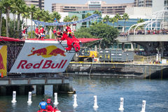 Les concurrents exécutent un vol sur Red Bull Flugtag photo stock