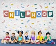 Les confettis d'enfants d'enfance cubent le concept graphique Photo stock