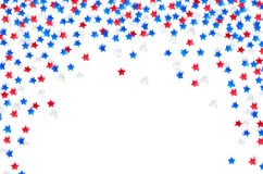 Les confettis de célébration des Etats-Unis se tiennent le premier rôle dans des couleurs nationales bleu, rouge et blanc pour le Photo stock