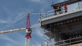 Les constructeurs construit un nouveau bâtiment à Christchurch Nouvelle-Zélande clips vidéos