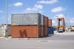 Les conteneurs empilent I photographie stock libre de droits