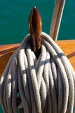 Les cordes et les palans du yacht Images libres de droits