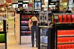 Les cosmétiques stockent à l'aéroport de Changi Photographie stock libre de droits