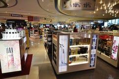 Les cosmétiques stockent à l'aéroport de Changi Photos stock