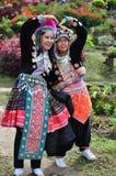 Les costumes tribals d'usage de touristes de Miao Tribal Photographie stock libre de droits