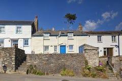 Les cottages mettent en communication Isaac Cornwall R-U photographie stock libre de droits