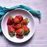 Les couleurs de fraise jaillissent images libres de droits