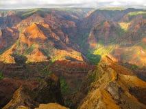 Les couleurs du canyon de waimea au coucher du soleil, Hawaï Photo stock