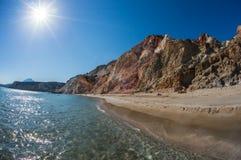 Les couleurs naturelles de Firiplaka échouent, des Milos, Grèce image stock