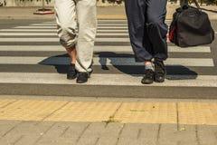 Les couples équipent et femme avec des sacs de sport Photos libres de droits