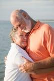 les couples aiment la tendresse aînée Photo libre de droits