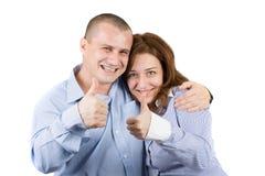 les couples approuvent afficher des jeunes de signe Photographie stock