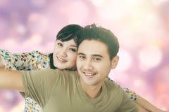 Les couples attrayants apprécient la liberté ensemble Images libres de droits