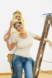 les couples autoguident améliorer des jeunes Images libres de droits