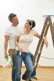 les couples autoguident les jeunes neufs de peinture Image stock