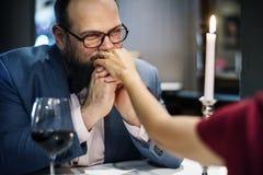 Les couples célèbrent le jour du ` s de valentine ensemble Photos libres de droits