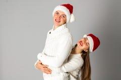 Les couples célèbrent Noël dans le studio Image stock