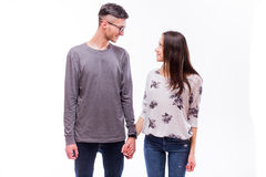 Les couples heureux attrayants de hippie d'amour se regardent et sourient Image libre de droits